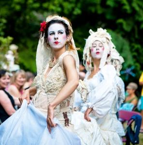 Ladies in White, photographer: Diane Smithers